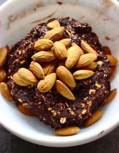 Orzechowo-białkowe batony bez pieczenia | Słodkie Gotowanie Almond, Sweets, Fitness, Recipes, Food, Gardening, Drink, Diet, Beverage