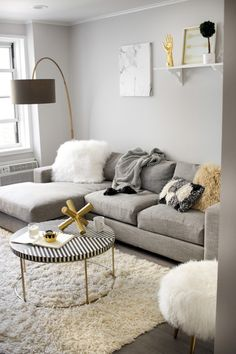 You can earn small apartment living room appear new without having to spend a great deal of money. You would like your living room to be beautiful, and yet low maintenance, as it's a space that you have to utilize… Continue Reading → Small Living Rooms, Small Apartment Living Room, Living Room Decor Apartment, Apartment Living, Living Room Designs, Living Decor, Living Room Grey, Gold Living Room, Small Apartment Living