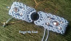 forget-me-knot Macrame Earrings, Macrame Jewelry, Macrame Bracelets, Diy Jewelry, Macrame Knots, Micro Macrame, Yarn Crafts, Diy And Crafts, Macrame Projects