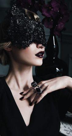 Masquerade ♥ black sparkle mask