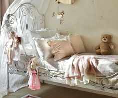 Girl's shabby chic bedroom Baños Shabby Chic, Muebles Shabby Chic, Shabby Chic Interiors, Shabby Chic Homes, Shabby Chic Furniture, 1920s Bedroom, Shabby Chic Bedrooms, Home Bedroom, Girls Bedroom