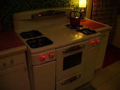 There are lots of pictures of vintage stoves, but this one LIGHTS UP. Love! Courtesy of devotedsatellite on Flickr and Offbeat Home.