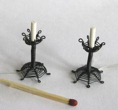 Viime sunnuntaina meillä oli taas minikerhotapaaminen ja teimme lamppuja tai muita valaistusvermeitä. Minä tein kynttilänjalkoja metallila...