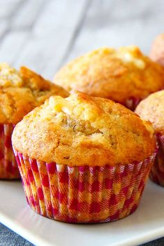 Tropical Mango Muffins Fluffy moist tropical mango muffins with combinations of mango banana coconut and white chocolate.one muffin cant get more tropical than that! The post Tropical Mango Muffins appeared first on Himbeeren Rezepte. Mango Recipes Baking, Fruit Recipes, Sweet Recipes, Cake Recipes, Juicer Recipes, Recipes With Mango, Mango Recipes Healthy, Ninja Recipes, Blender Recipes
