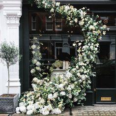 Färger, en dagbädd och vackra blommor