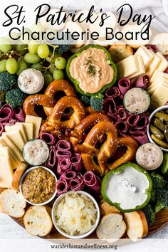 St Patrick Day Snacks, St Patricks Day Food, Charcuterie Recipes, Charcuterie And Cheese Board, St Patrick's Day Appetizers, Appetizer Recipes, Food Platters, Irish Recipes, Corned Beef