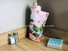 """Unpaper towels are a great eco-friendly alternative to those pricey paper towels! Just throw them in the wash and use them over and over again.  Each of these 4 towels measure 11"""" x 11"""" and are made with a cotton print and terry cloth backing. Convenient and easy snaps allow the towels to snap ..."""