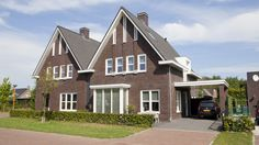 moderne jaren dertig geïnspireerde woning | twee statige klassieke woningen onder één kap waarbij moderne elementen gecombineerd zijn met typische jaren 30 stijlkenmerken