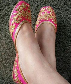 So pretty Indian #Jhutti, embriodered flat slip-on shoes, @kiransangha44 ♡ via @topupyourtrip