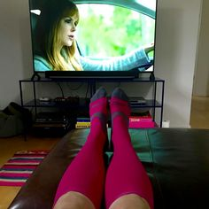 How to get rid of swollen feet- for good! Compression Socks For Travel, Large Womens Shoes, Full Support Bras, Swollen Ankles, Calf Sleeve, Improve Circulation, Fitness Workout For Women, Muscle Recovery, Varicose Veins