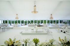 Nuestra lamparas de cristal para una boda  #carpa #transparante #decoracionbodas #iluminacionbodas #bodas #weddingplanner . www.showlight.es  Alquiler de Lamparas de Cristal para Bodas
