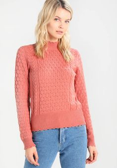 Coral fancy knit sweater with long sleeves and a stand-up collar. 44.95€. Free delivery. Free returns.