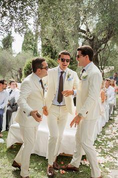 48 Adorable Beach Wedding Groomsmen Ideas To Try Asap Summer Wedding Suits, White Wedding Suit, Beach Wedding Groomsmen, Wedding Men, Wedding Styles, Wedding Suits For Groom, Tuxedo Wedding, Gothic Wedding, Diy Wedding