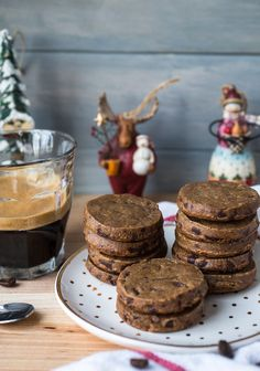 For the coffee and espresso and chocolate lover in all of us, these espresso dark chocolate sablés (French shortbread cookies) are a match made in heaven. Galletas Cookies, Shortbread Cookies, Cookies Et Biscuits, Tea Cakes, Chocolate Lovers, Chocolate Recipes, Chocolate Cookies, Biscotti, Macarons