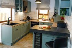 Proiect bucatarie Cristian Brașov | Kuxa Studio, expert in mobila de bucatarie - 5367 Kitchen, Table, Furniture, Studio, Classic, Home Decor, Derby, Cooking, Decoration Home