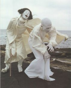 大野一雄(Kazuo Ohno, left) &土方巽 (Tatsumi Hijikata)