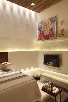 Painel de madeira para TV no quarto, by Leila Dionizios para Casa Cor RJ 2012
