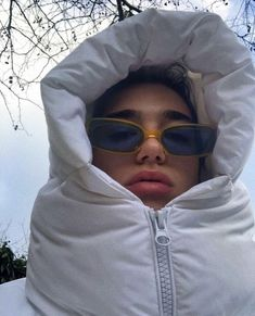 Dua Lipa, hiding in a buffer coat, is our official winter . - Dua Lipa, hiding in a buffer coat, is our official winter mood the You are i - Fashion Over 40, Look Fashion, Winter Fashion, Fashion Outfits, Face Fashion, Fashion Clothes, Fashion Women, Chica Cool, Magazine Mode
