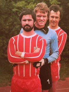 Gerd Müller - Sepp Maier - Franz Beckenbauer. Und Fußballerin wollte ich werden, aber Mädchen 'durften' nicht, grrrr...
