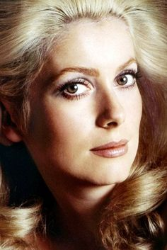 Catherine Deneuve By Richard Avedon Catherine Deneuve, Stunningly Beautiful, Most Beautiful Women, Beautiful People, Divas, Hollywood Icons, Hollywood Stars, Photo Portrait, Portrait Photography