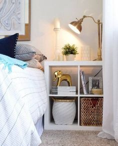 Para sair do comum no quarto, aposte em peças como bancos, escadas, móveis vintage e em formas e materiais diversos