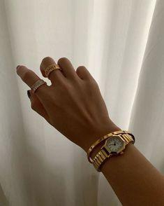 Cute Jewelry, Gold Jewelry, Jewelry Accessories, Jewlery, Chunky Jewelry, Dainty Jewelry, Accesorios Casual, Beige Aesthetic, Jewelry Photography