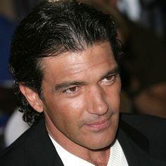 Antonio Banderas will play Gianni Versace in biographic film - Vogue Nederland