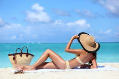 Sexy bikini woman tanning relaxing on beach. Unrecognizable female adult from the back lying down with straw hat sunbathing under the tropical sun on Caribbean vacation. Paraître Plus Mince, Homo, Maui Jim Sunglasses, Prescription Sunglasses, Aloe Vera Gel, Face And Body, Sexy Bikini, Panama Hat, The Beach