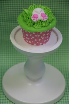 Royal icing bunny tail pieces, perfect for cupcakes!