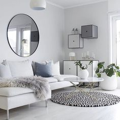 • NORDISKE TONER • Vi drømmer os hen i de smukke hvide og grå toner her hos skønne @hannenov ! Find stilen på shoppen!