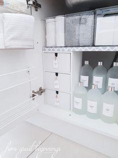 Ideas for under sink organization kitchen diy bathroom storage Bathroom Organisation, Kitchen Organization, Organization Ideas, Kitchen Storage, Kitchen Drawers, Storage Ideas, Kitchen Pantry, Diy Kitchen, Organized Bathroom