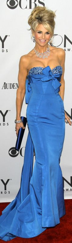 Christie Brinkley at the Tony Awards. How does she look this good. at any age? Blue Fashion, Red Carpet Fashion, High Fashion, Fashion Glamour, Beautiful Gowns, Beautiful People, Gorgeous Dress, Drop Dead Gorgeous, Mode Glamour