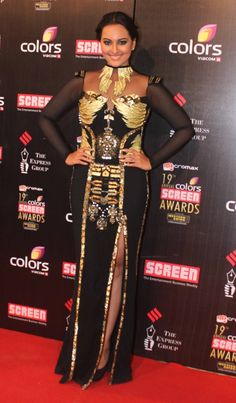 Holy mother of God! For a little longer than a moment there I thought it was an overfed ostrich in a zardozi jacket! Thank God, it was only everyone's favorite full figured gal, Sonakshi Sinha.