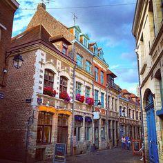 Le Vieux-Lille tout en couleur ! On aime ! ► https://www.facebook.com/lillemaville.lille Photo : Cédric Pruvost http://www.iphoneogram.com/u/196887796