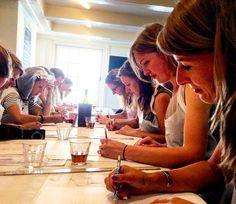 Creatieve workshops als vrijgezellenuitje in Den Haag. http://ift.tt/2aNoz0O #workshops #naaktmodelschilderen #ideeenvrijgezellenfeest #zuidholland #creatieveworkshop #workshop #denhaag #vrijgezellenfeestvrouwen #ideeën