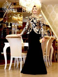 http://www.belginmoda.com/Sarayli-Abiye,PR-2206.html Pınar Şems Saraylı Abiye  Kumaş  : % 70 Polyester                  % 30  Pamuk Manken : 38 Beden Ürün      : 38 Beden Desen   : Pullu Renk     :  Siyah