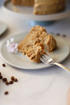 Best coffee cake in town. This is the quickest coffee cake recipe ever, yielding a cake that is a spongy, light, airy and delicious. Best Banana Bread, Banana Bread Recipes, Cake Recipes, Quick Coffee Cake Recipe, Coffee Icing, Recipe Filing, Cake Photography, Cream Cheese Icing, Cake Tins