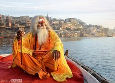 """1,161 Me gusta, 20 comentarios - David Lazar (@davidlazarphoto) en Instagram: """"An Indian Sadhu (holy man) on the sacred Ganges River, photographed in the ancient and spiritual…"""""""