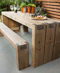 DIY Outdoor table and benches tutorial from BHG au. #woodworking #freeplansforwoodworking #DIYfurniture #buildtable Show off the joints. #gardengoodies #outdoorfurniture #woodworkingprojects