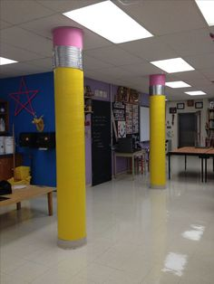 Excellent DIY Classroom Decoration Ideas & Themes to Inspire You : Mind-blowing classroom decoration ideas for college School Hallways, School Murals, School Doors, Diy Classroom Decorations, School Decorations, Art Classroom Decor, Library Decorations, Decoration Entree, Class Decoration