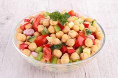 Εσύ θα δοκιμάσεις αυτή την σαλάτα με ρεβίθια και λαχανικά; - http://ipop.gr/sintages/salates/esi-tha-dokimasis-afti-tin-salata-revithia-ke-lachanika/
