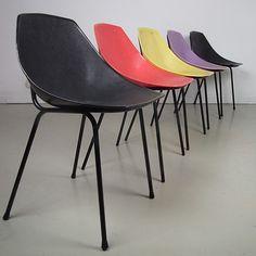 """Chaises """"Coquillage"""" de Pierre Guariche pour Meurop, 1961"""