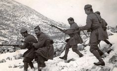 Greek soldiers on the move during the Greco-Italian war, 1940 Greek History, World History, World War Ii, Greek Soldier, South East Europe, Old Greek, Italian Army, Korean War, Military History