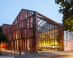 Sistemas de Fachadas | Malopolska, Jardín del Arte en Polonia con louvers de terracota Alphaton | http://sistemasdefachadas.com