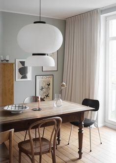 Tour the Hygge Home of Swantje Hinrichsen Dining Room Decor Hinrichsen Home Hygge Swantje Tour Luxury Dining Room, Dining Room Design, Dining Room Furniture, Bar Furniture, Style At Home, Casa Hygge, Home Living, Living Room, Casa Real