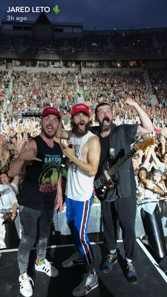 7/22/17 thirty seconds to mars performs in New York along with a dedication the the death of Chester
