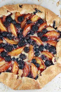 Tart Recipes, Fruit Recipes, Gourmet Recipes, Dessert Recipes, Cooking Recipes, Recipies, Crostata Recipe, Galette Recipe, Berry Tart