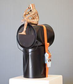 Sculpture Oppress Bronze et aluminium sanglé  seau sur la tête, head in art www.daviddavid.fr La tête dans l'art Cannes, Leather Backpack, Fashion Backpack, Bronze, Sculpture, Bags, Bucket, Handbags, Sculptures