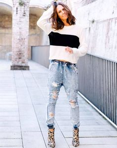look-calca-jeans-cropped-e-anlkle-boot-animal-print