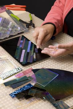 Sorting dichroic glass